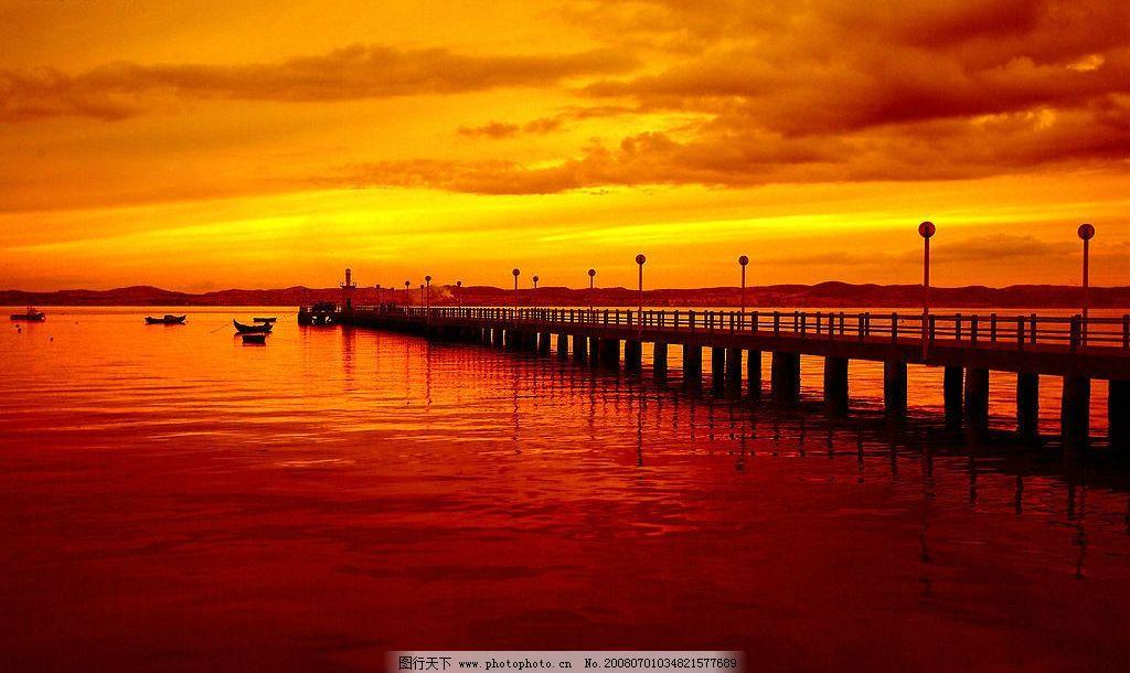 黄昏码头 夕阳 红色 桥 停靠 自然景观 自然风景 摄影图库 300 jpg