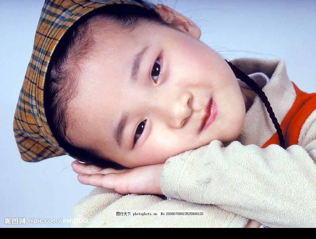 儿童素材 儿童表情 可爱小女孩 羊角辫 写真 摄影图库