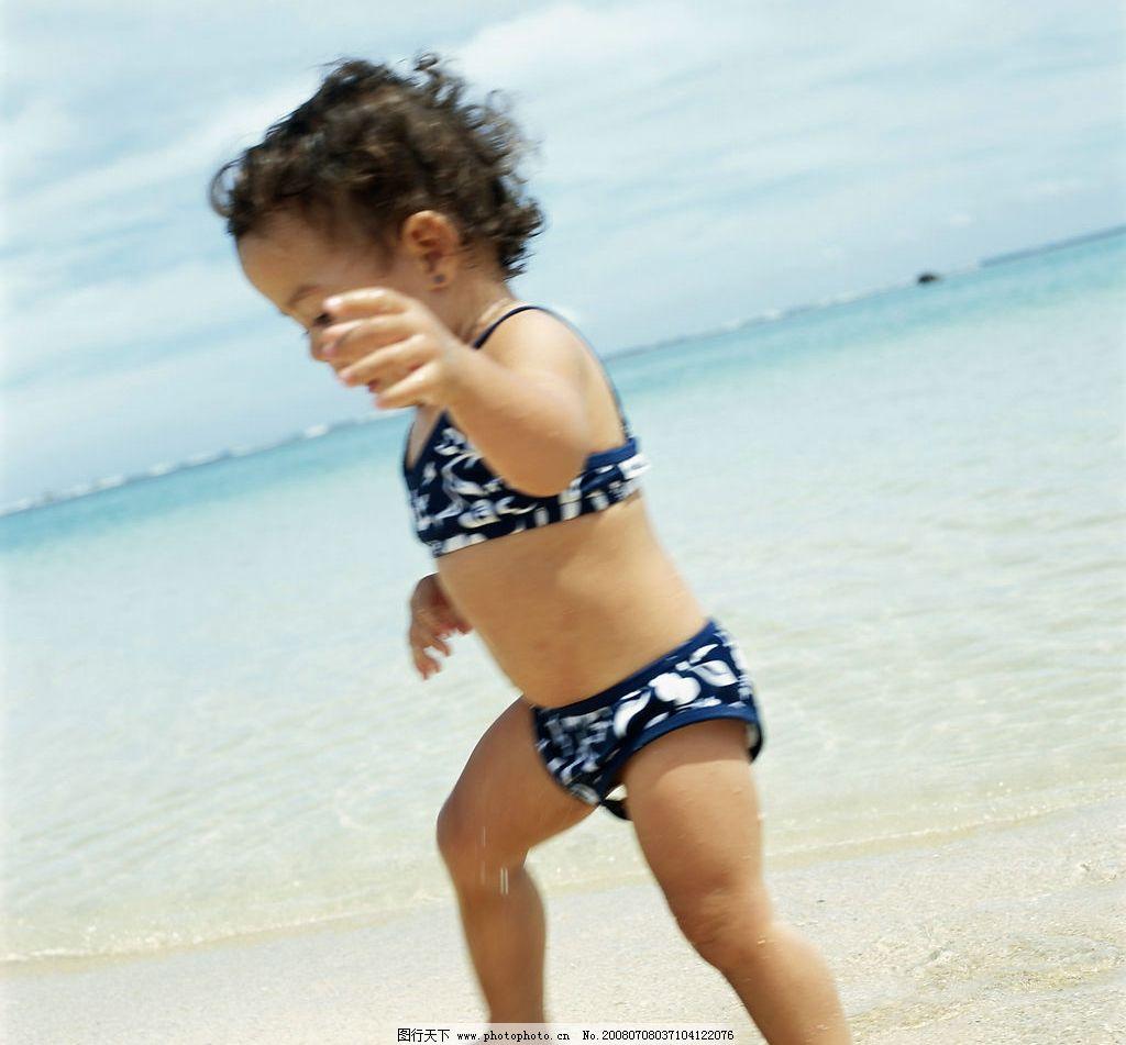 海边度假 海边 海水 沙滩 小孩子 泳衣 天空 生活百科 娱乐休闲 摄影