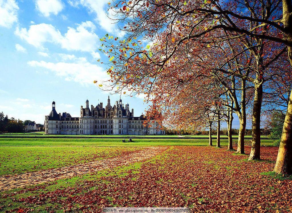风景风光 秋天 落叶 天空 白云 树木 建筑 草地 蓝天 自然景观 自然