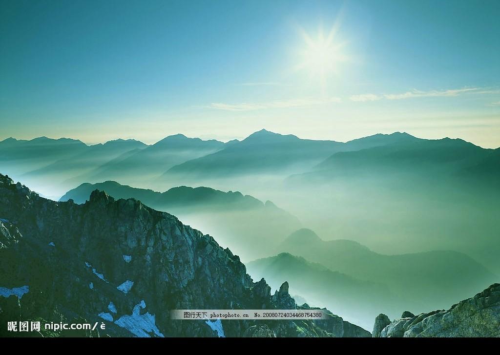 雄伟大山 气势 大山 雨雾 日光 非主流 自然景观 山水风景 摄影图库
