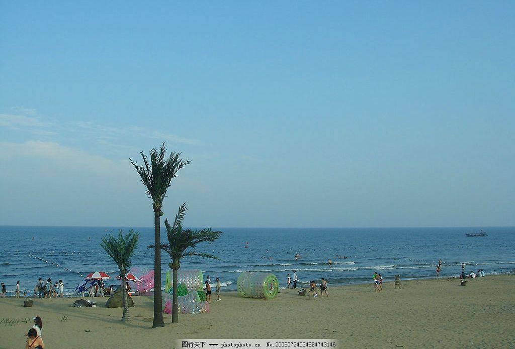 沙滩海景图片,海边风景 伞 太阳伞 树 椰树 大海-图行