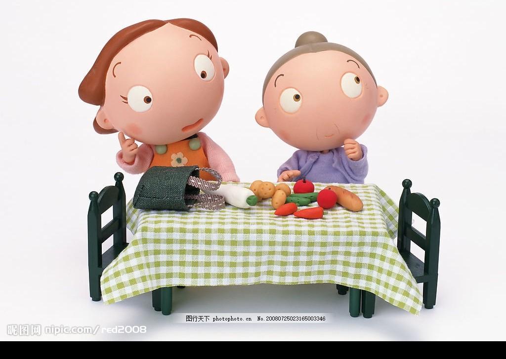 动漫家庭 动漫人物 妈妈和奶奶 妈妈买菜回来 卡通人物 卡通老奶奶