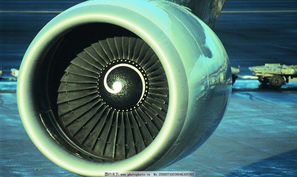 飞机涡轮发动机图片