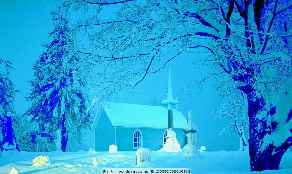 雪景 夜晚 树 房子 窗户 洋房 自然景观 自然风景 极限正片图库