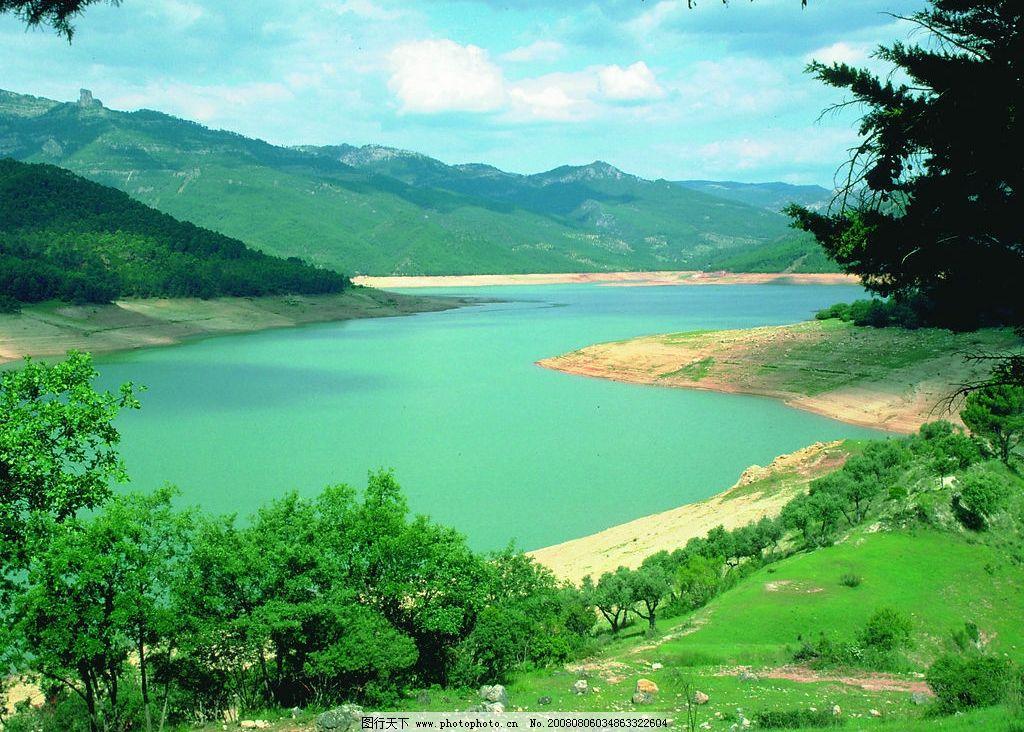 青山绿水 大山 蓝天 白天 小草 绿水 自然景观 自然风景 大自然的风采