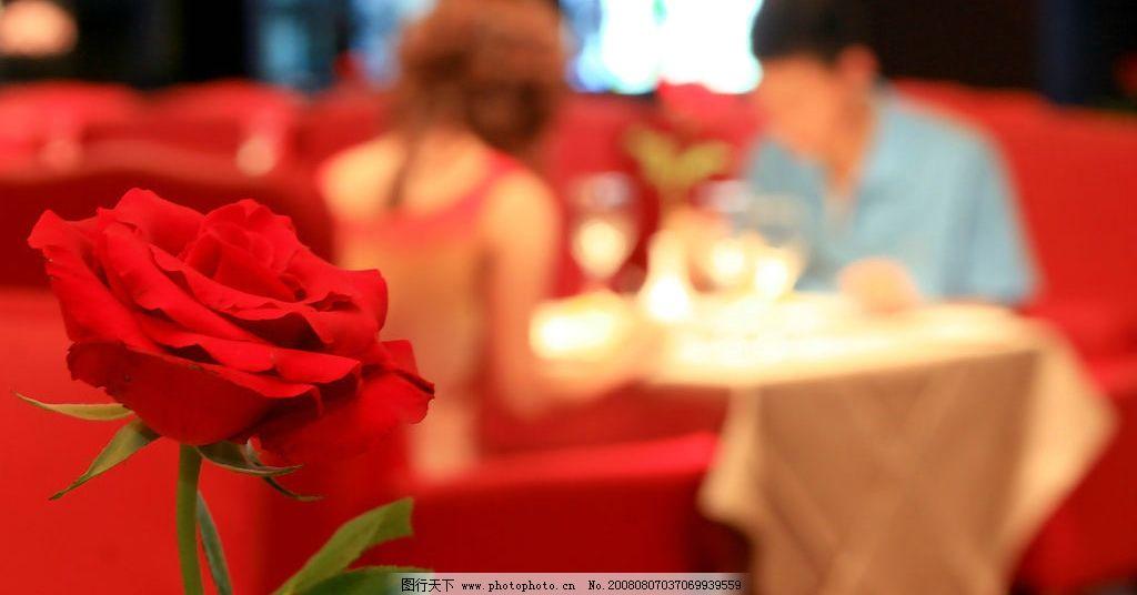 浪漫晚餐 约会 情人节 玫瑰花 西餐 美女 生活素材 婚宴布置图片