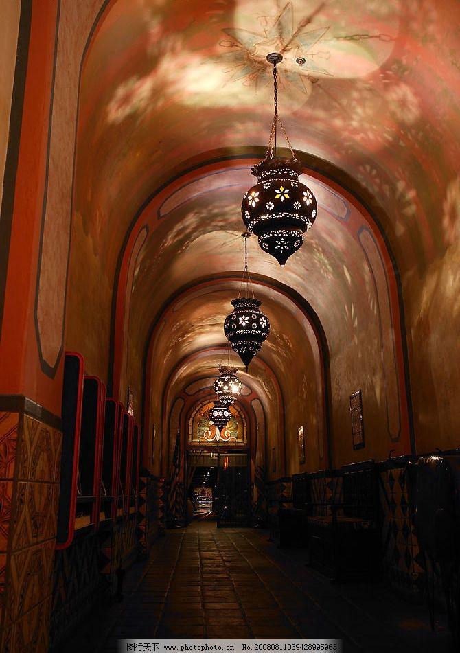 走廊-回廊 走廊 回廊 墨西哥风格 吊灯 花纹 灯光 影 红色 建筑园林