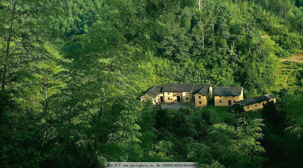 山林 山林中的小屋 旅游摄影 自然风景 摄影图库 300dpi jpg