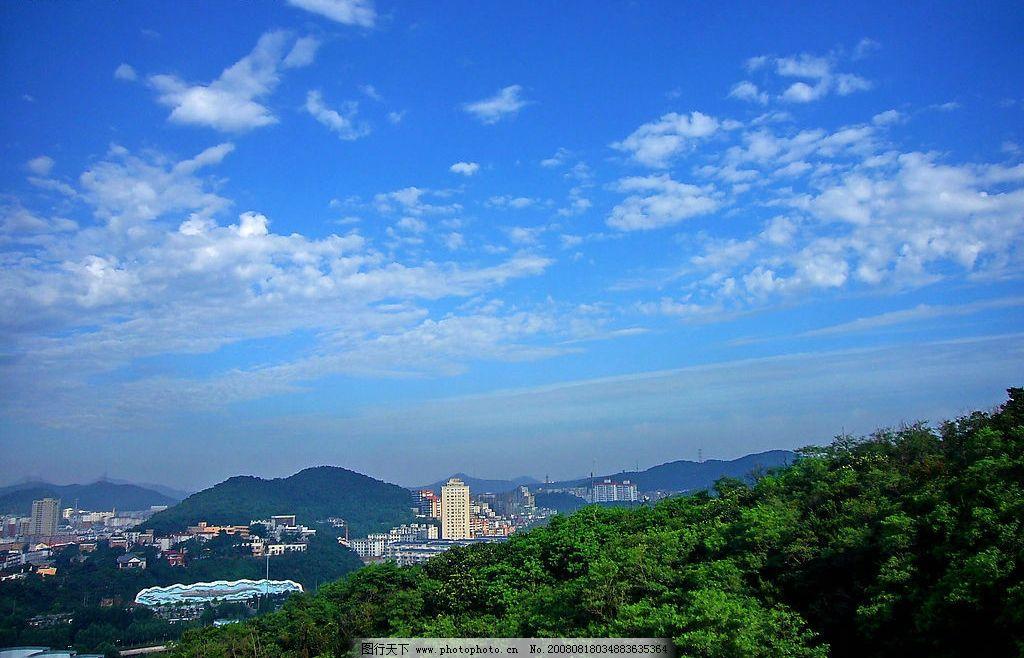城市远景 城市 建筑 山林天空 白云 自然景观 自然风景 摄影图库 72dp