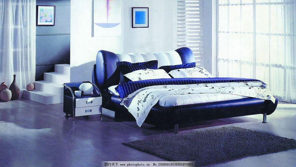 蓝色调宁静卧室图片