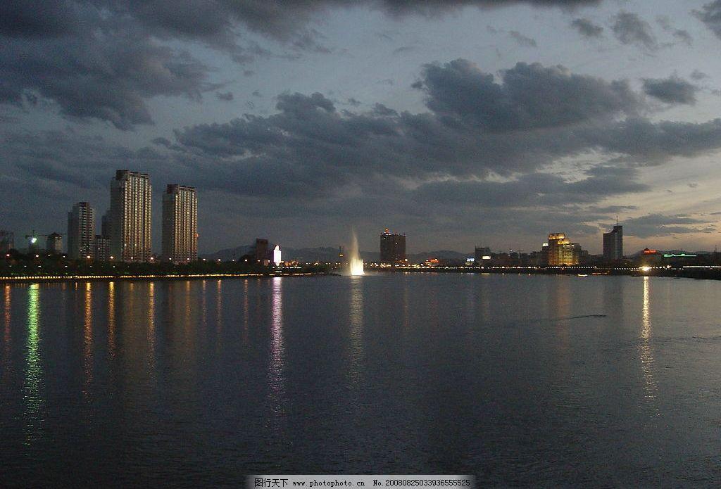 江边夜景 江水 喷泉 江上喷泉 国内旅游 吉林市风景 摄影图库