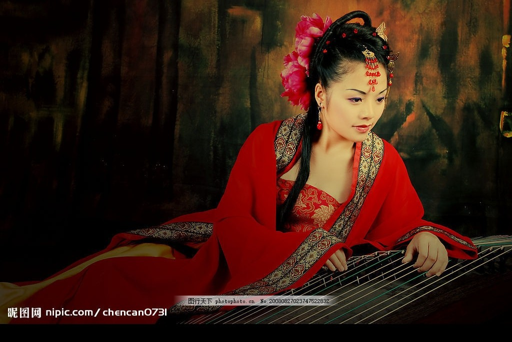 古典美女 抚琴 红衣 女性女人 摄影图库