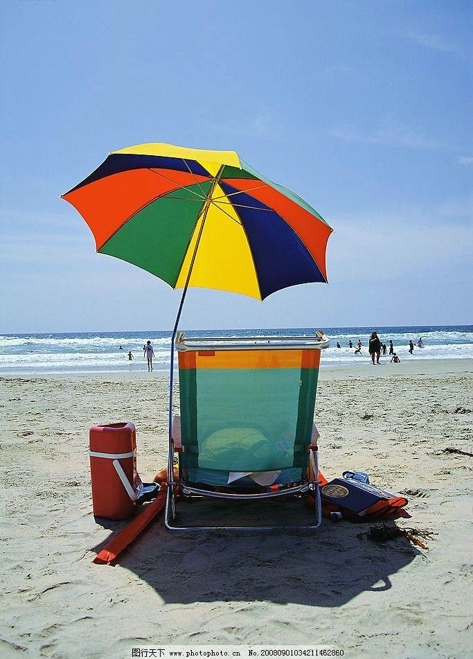 太阳伞 海边 沙滩 大海 海水 海浪 蓝天 躺椅 海边渡假 休闲