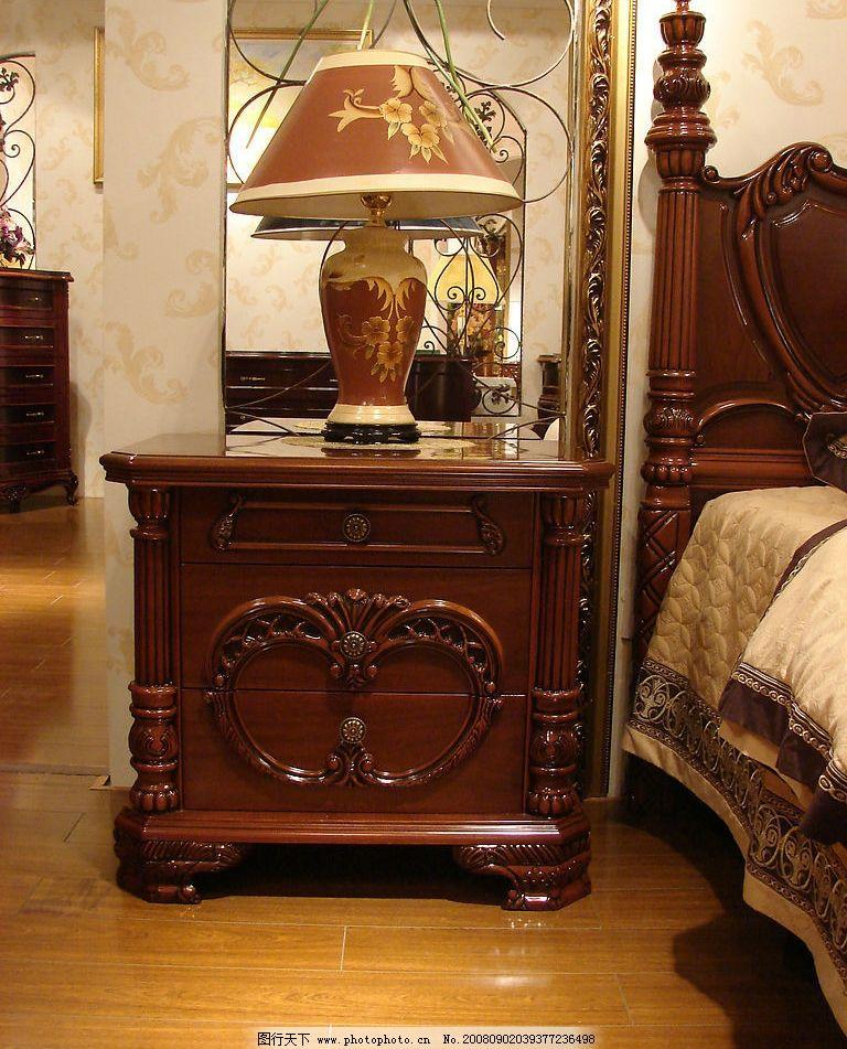 经典欧式家具床头柜图片