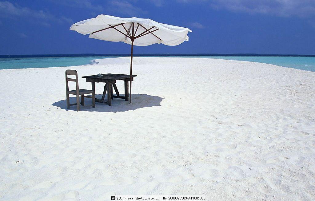 海边景色 沙滩 太阳伞 大海 蓝天 自然景观 山水风景 摄影图库 350dpi