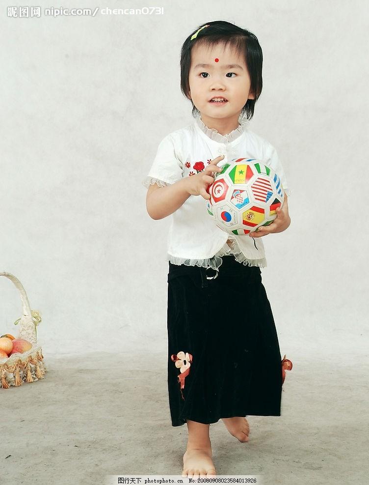 小孩子 可爱小女孩子 短发 夏天服装 生活写真 人物图库 儿童幼儿