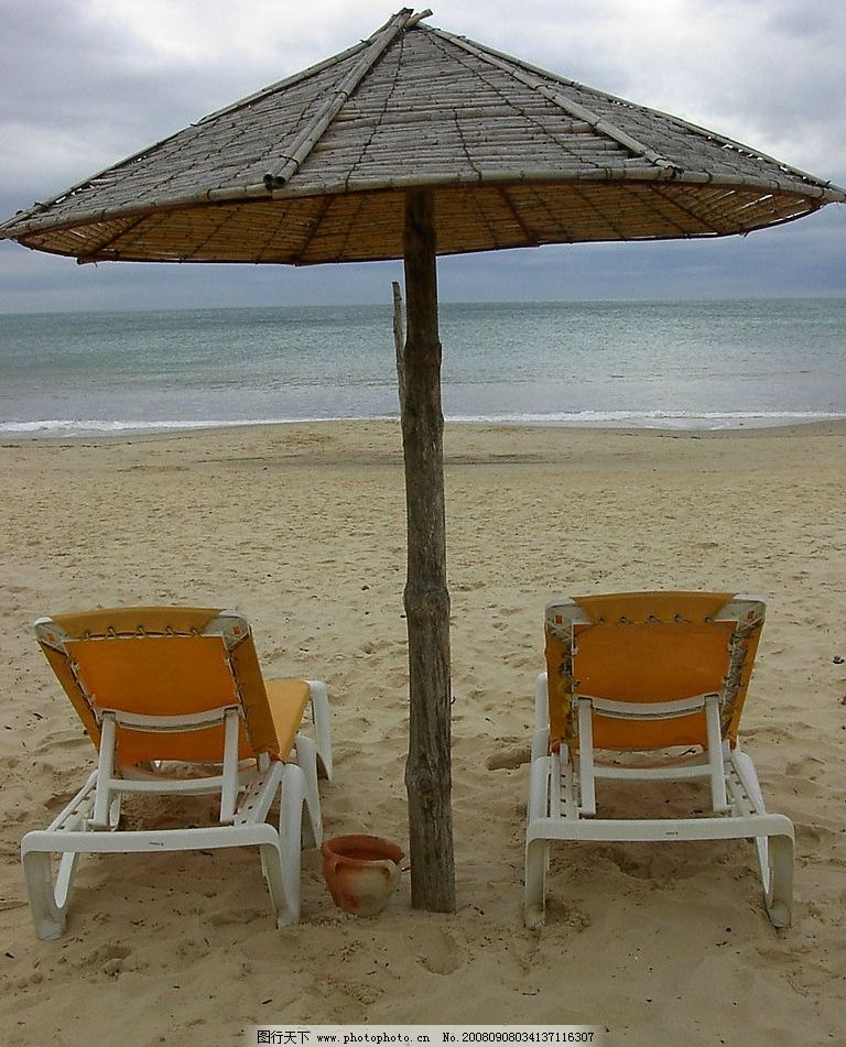 热带风情 沙滩浴场 沙滩躺椅 太阳伞 海边 休闲 旅游摄影 自然风景
