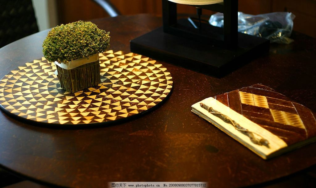 桌子上的书 书本 桌子 笔记本 生活百科 生活素材 摄影图库 180dpi jp